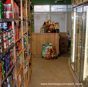 AVMA Policy on Raw (image: pet food store)